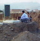 قبر دختر خردسال و مادر بزرگ